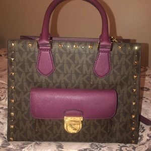 Micheal kors purse! Used once!
